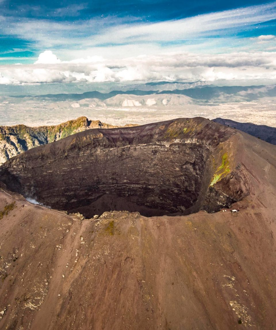 vesuvius_Crater_Naples_italy